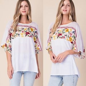 Tops - NWT FLORAL OFF WHITE TOP